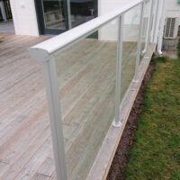 Glasräcke i aluminium